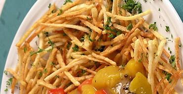 Картофель, запеченный с луком или грибами