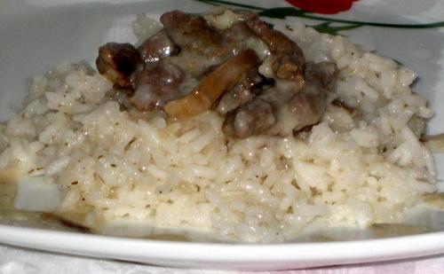 Говядина в сливочно-грибном соусе