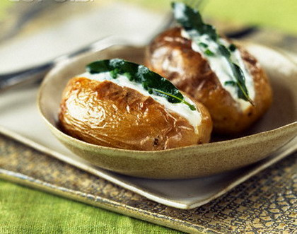 Картофель печеный с селедочным маслом