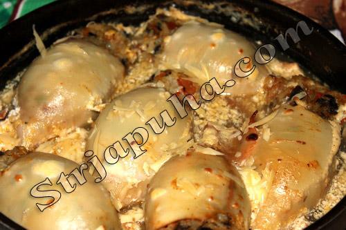 Кальмары, фаршированные грибами, рисом и овощами