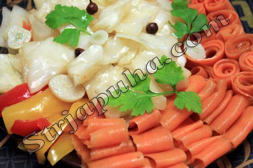 Капуста и морковь маринованные под гнетом