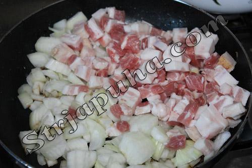 Картофельная колбаса с грибами, мясом и сыром