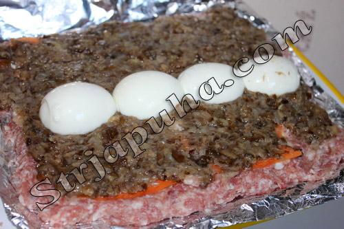 Рулет мясной из фарша с яйцом и грибами