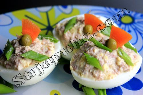 Яйца фаршированные печенью трески и миндалем