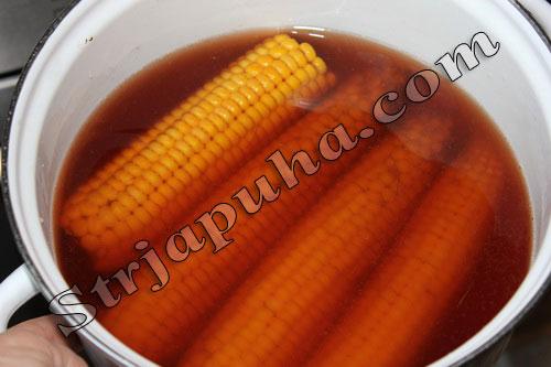 Вареная кукуруза (в початках)