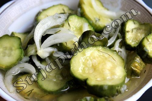 Салат из огурцов «сырой»
