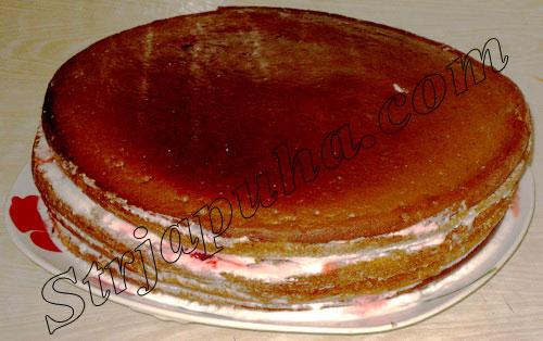 Бисквит шоколадный с клубникой