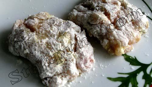 Мясные конвертики с сыром и грибами под сливово-чесночным соусом