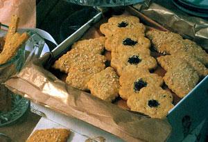 Печенье с пармезаном и кунжутом