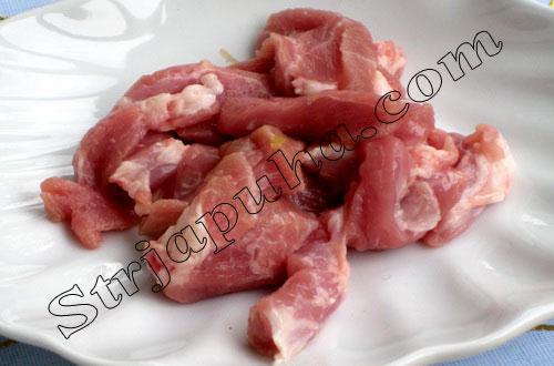 Свинина, жаренная с черемшой