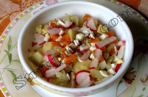 Салат картофельный с морковью, редисом и яйцами