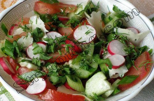 Салат овощной с пармезаном