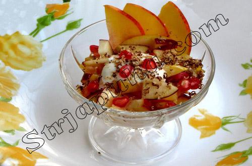 Фруктовый салат из груш, яблок с гранатами