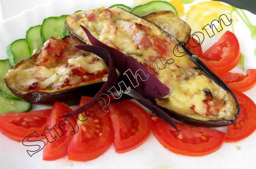 Баклажаны, фаршированные ветчиной и помидорами