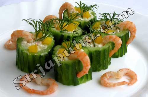 Огурцы, фаршированные креветками и рисом