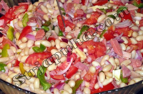 Салат из консервированной фасоли с овощами
