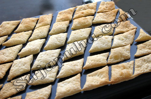 Ромбики слоеные с соленой форелью