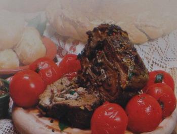 Рулет мясной с грибами